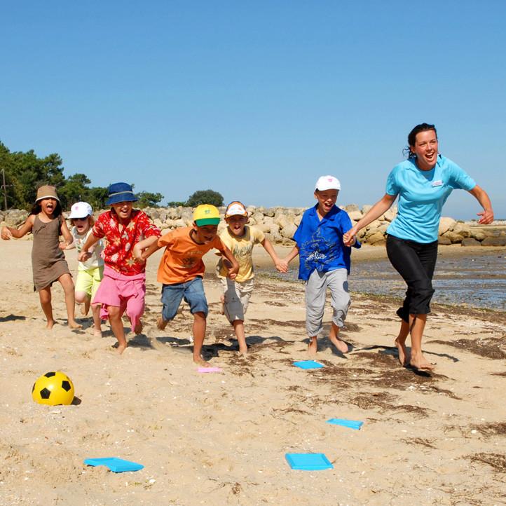 village vacances famille ronce les bains club enfants moyens